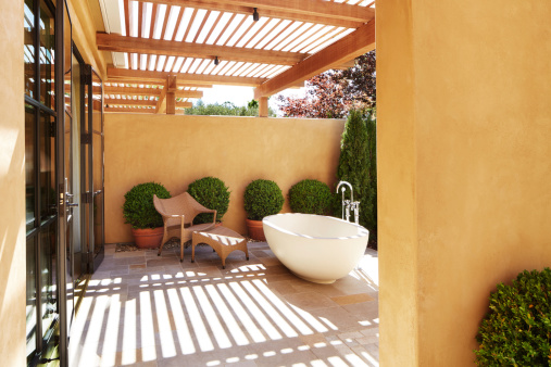 la pergola elle a tout pour plaire portail maison. Black Bedroom Furniture Sets. Home Design Ideas