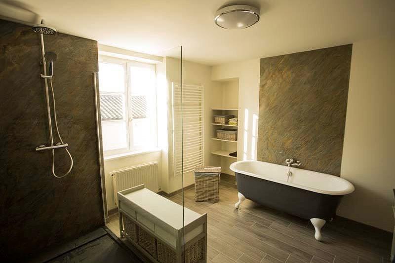 salle-de-bain-feuille-de-pierre